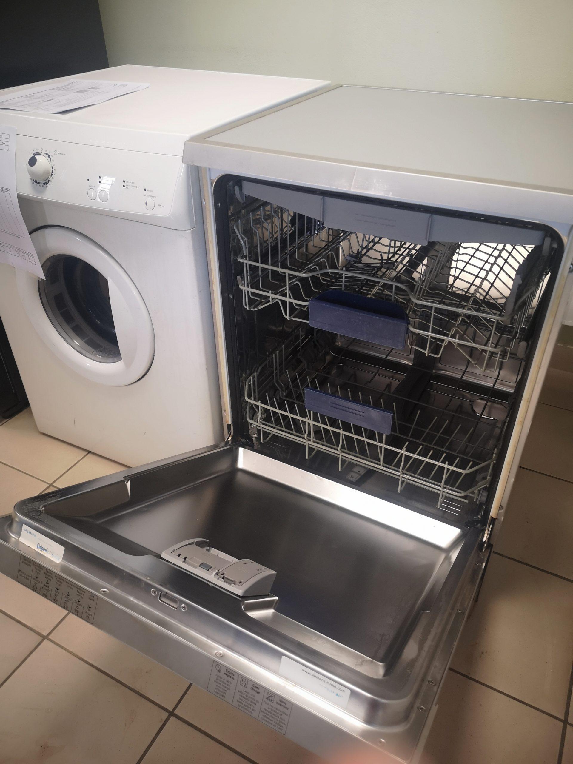 Lave vaisselle SIEMENS Pose libre INOX – Prix : 38 000FR – GARANTIE 3 MOIS EN ATELIER