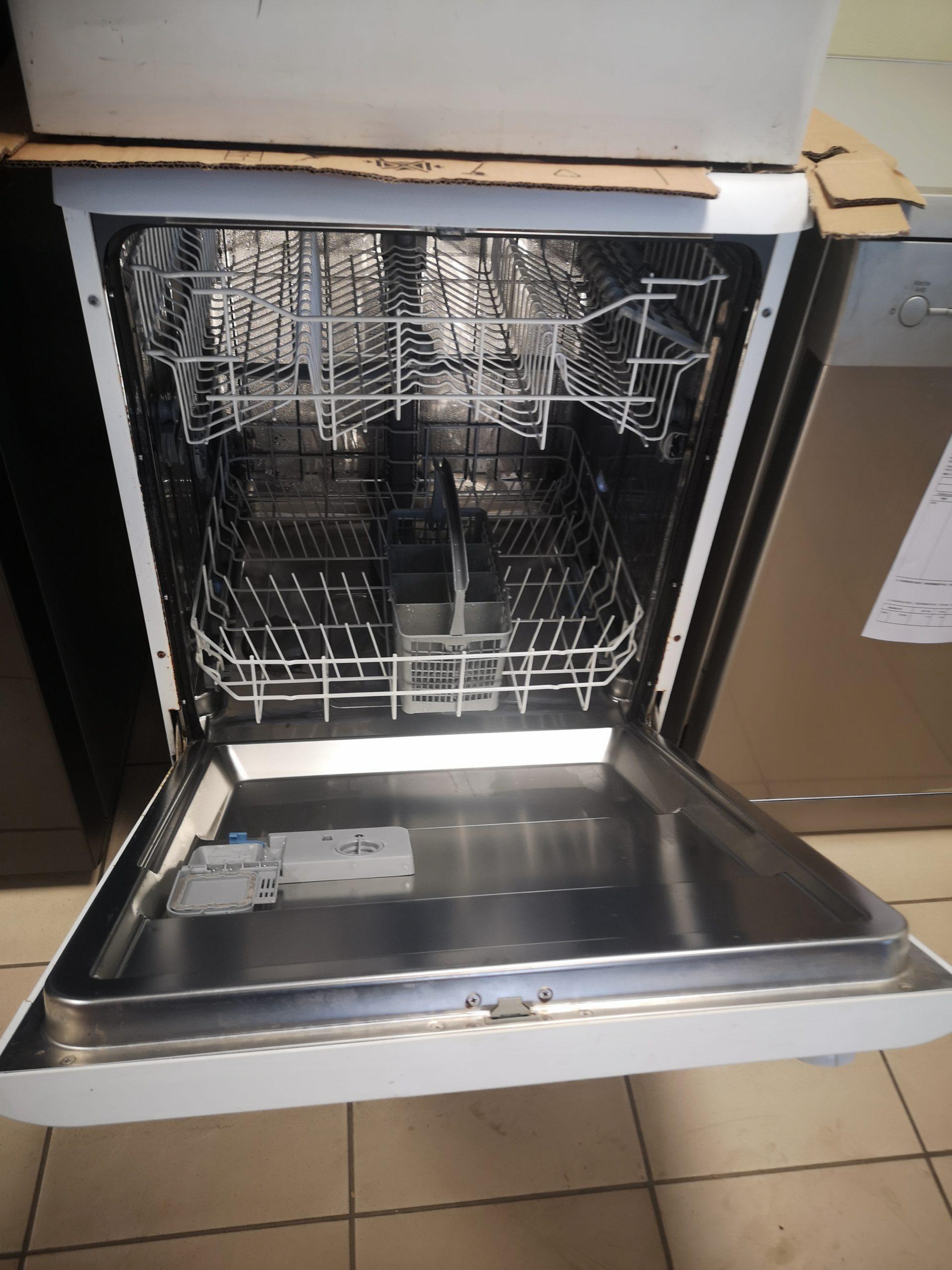 Lave vaisselle TECHWOOD – Prix : 20 000FR – GARANTIE 3 MOIS EN ATELIER